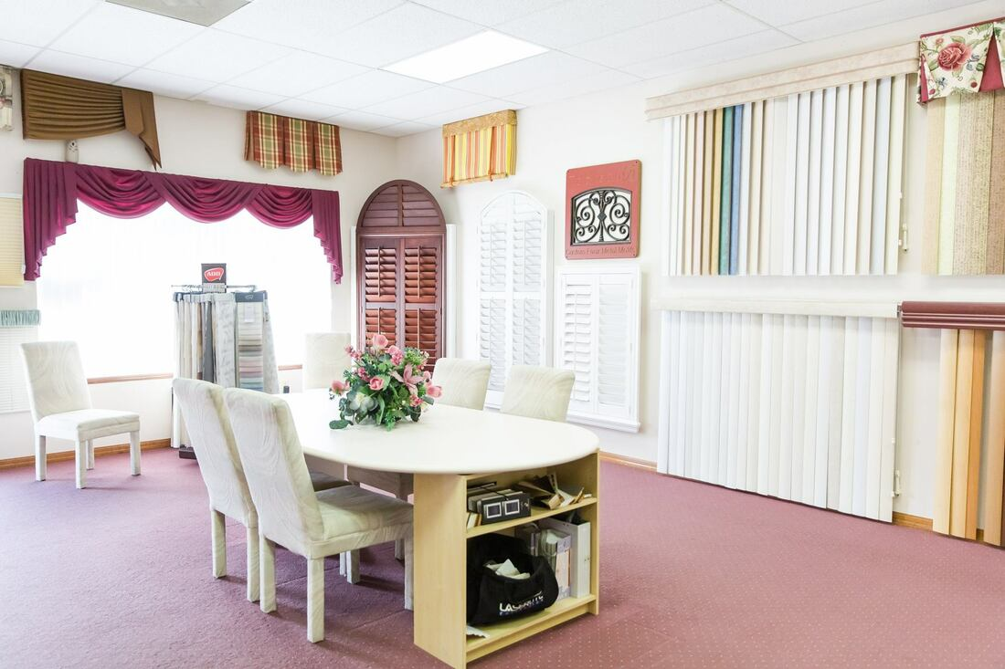 Picture of the showroom at Custom Discount Blinds